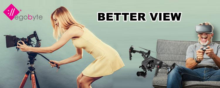 donna che posiziona la telecamera, drone che guarda sotto la gonna
