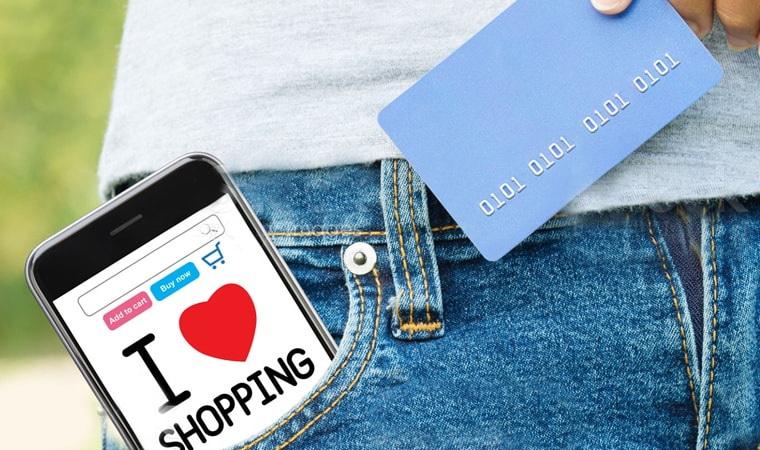 telefonino in tasca con scritto i love Shopping