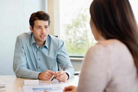 tecnico e cliente per analisi del lavoro da fare