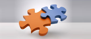 due tessere di un puzzle una arancione e una azzurra, simboleggiano l'unione tra cliente e fornitore full-commerce