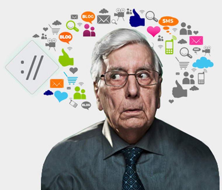 Signore perplesso e restio all'uso della tecnologia e dell'innovazione proposta da internet.