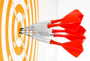 target con freccette tutte al centro, immagine d'esempio che spiega come raggiungere solo gli utenti interessati